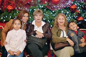 28122016 EN FAMILIA.  Araira, Elena, Lorena, Aime y Jorge.