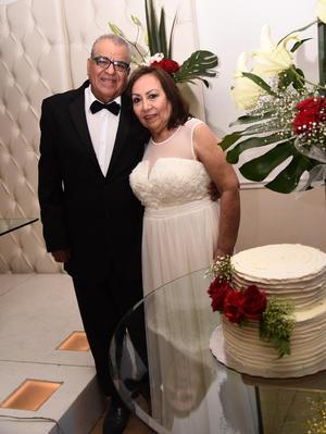 28122016 BODAS DE RUBí.  Enrique Facio Méndez y María Luisa Umaña festejaron 40 años de feliz matrimonio acompañados de sus seres queridos.