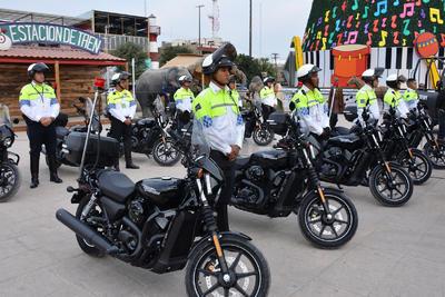 Entregó 10 motocicletas marca Harley Davidson modelo Street 750 para la Dirección de Tránsito y Vialidad.
