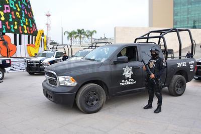 El alcalde Jorge Luis Morán Delgado entregó patrullas y equipamiento para corporaciones policiacas.