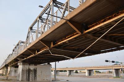 Óxido. La estructura metálica ha soportado violentas avenidas del río Nazas, y en la actualidad muestra deterioro.