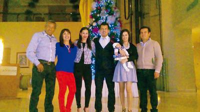 29122016 Carlos Bernardo, Yolanda, Rocío, Carlos Francisco, Erika, Emma y Dorian.