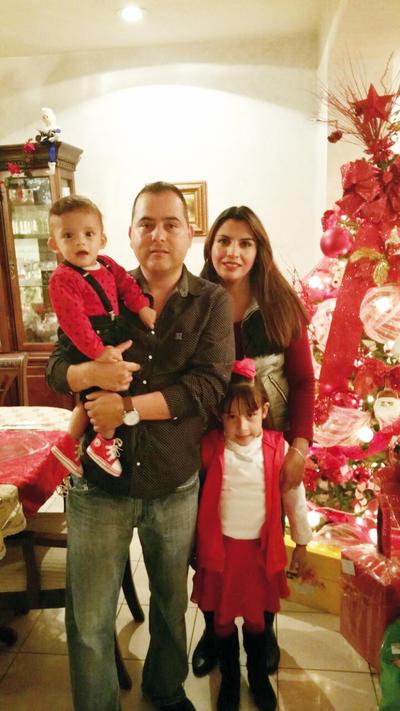 29122016 Gabriel, Adrián, Cristy e Ivanna.