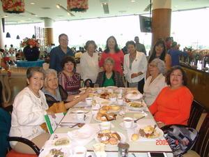 29122016 Alejandra, Margarita, Virginia, Margarita, Tomasina, Tere, Lupe, Minerva, Linda, Lulú y Kika.