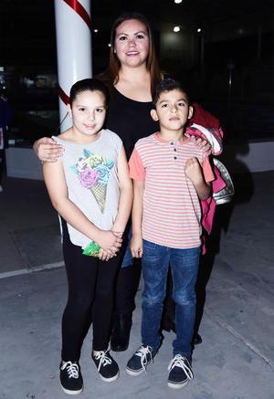 29122016 Viviana Azpe, Emilio y Renata.