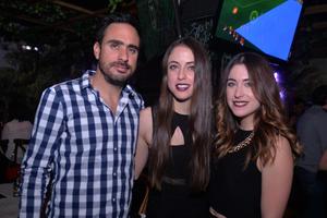 30122016 Manolo, Mónica, y María.