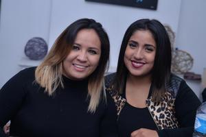 30122016 AMIGAS.  Valeria y Mariel.