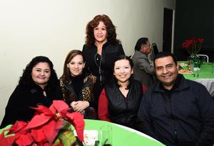 30122016 Ángela, Isis, Vero, Maripili y Pepe.