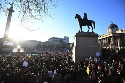 En Londres, miles de personas se unieron a la Marcha de las Mujeres contra las políticas del nuevo presidente de Estados Unidos, Donald Trump.