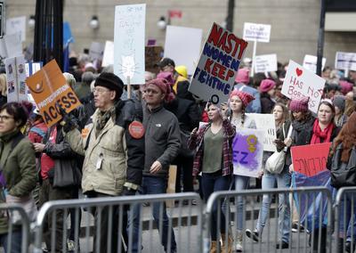 Miles de manifestantes salieron a las calles en Nueva York.