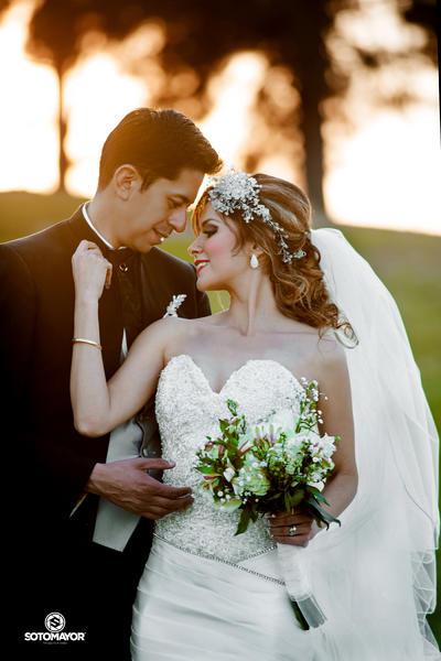 22012017 Francisco Javier López Villarreal y Laura Margarita Gutiérrez Fuentes declararon su amor ante el altar el 23 de diciembre pasado. - Erick Sotomayor Fotografía.