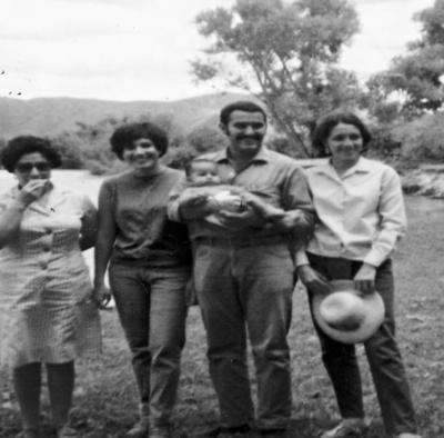 01012017 Leonor García de Reyes, Ma. Guadalupe Castruita Chapa, Jesús Reyes García, Serafín Muñoz Acevedo y Silvia Casas Enríquez, hace más de cuatro décadas.