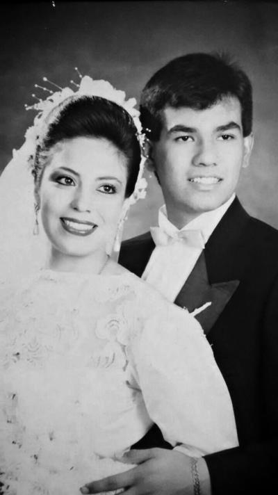 01012017 Licenciada Ana Silvia Martínez Carrillo y Doctor Gabriel Humberto Graciano Meraz celebrando sus 25 años de matrimonio.
