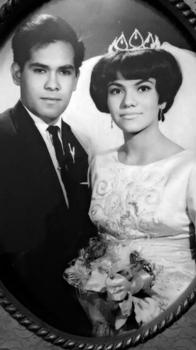 01012017 Sr. Gabriel Humberto Graciano Ramos y Sra. María Consuelo Meraz Olivas celebrando sus 50 años de matrimonio.