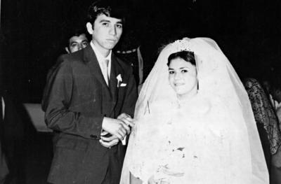 01012017 Feliciano Soto Reyes y María del Socorro Puentes Castro, unieron sus vidas un día como hoy, pero de 1971, por lo que celebran 45 años de casados.
