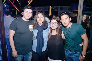 01012017 POSAN PARA LA FOTO.  Victoria, Yessen y Alba.