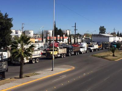 Los inconformes exigen la anulación del mega gasolinazo que entró en vigor ayer.