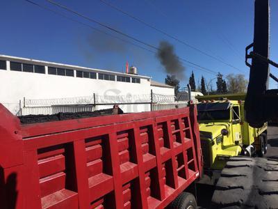 Cientos de transportistas al exterior de Pemex Durango.