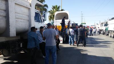Acudieron transportistas públicos, de carga, materialistas, vehículos particulares y miembros de la organización social Cocopo.