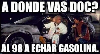Tuiteros hacían referencia a los años pasados, en donde la gasolina era más barata. En forma de memes, publicaban imágenes como la película Volver al Futuro.