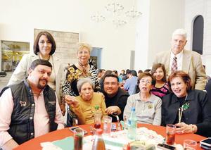 04012017 POSADA DE LA ESTANCIA MáS VIDA.  Carmelita Máynez acompañada de su familia.