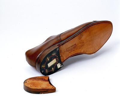 WASHINGTON (ESTADOS UNIDOS).- Fotografía que muestra un zapato con un transmisor usado por los servicios de inteligencia rumanos en los '60. EFE