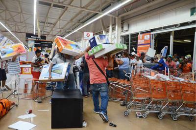 En medio de las protestas contra el gasolinazo proliferaron saqueos a centros comerciales, tiendas de conveniencia y estaciones de gasolina en por lo menos siete estados del país.