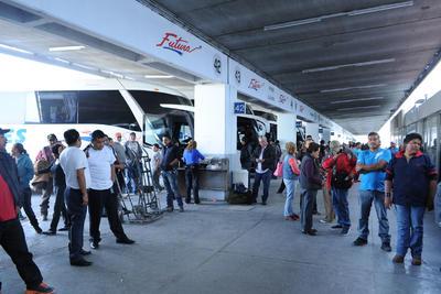 A pesar de la toma de la caseta, los pasajeros tenían que llegar a la central de Torreón, pues de lo contrario perdería el camión.