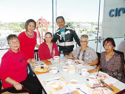 05012017 Fabiola, María de la Luz, Irma, Ricardo, Susan y Hortencia.