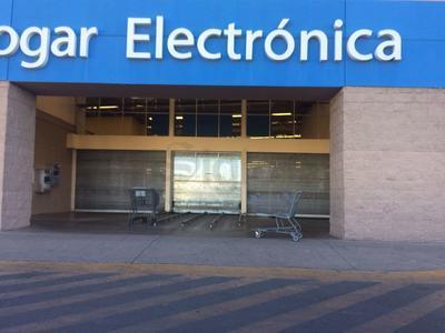 La mayoría de las tiendas ubicadas en centros comerciales tomaron medidas preventivas.
