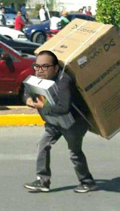 Javier Duarte salió a relucir en los saqueos de tiendas.