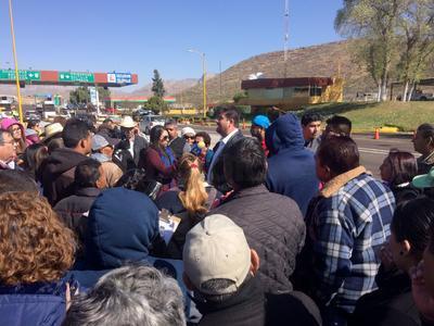 Al filo de las 11 de la mañana, arribaron al lugar unas siete unidades de la Policía Municipal de Gómez Palacio, del grupo antimotines y también de la Policía Estatal.
