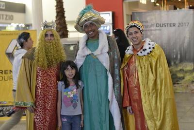 Los Reyes Magos fueron muy solicitados para las fotos.