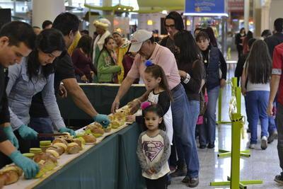 Toda la familia de Paseo Durango desearon a sus visitantes prosperidad y buenos deseos para este 2017.