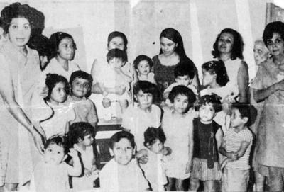 08012017 Cumpleaños del niño Miguel Martínez con su mamá, Ana Martínez, familiares y amigos, en 1970.