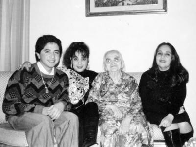 08012017 Ing. Juan Quintero Carrillo, Ing. Glenda Aimeé Quintero Carrillo, Inesita Reyes Vda. de Morales (f) y C.P. Lety Carrillo Nájera, en 1992.