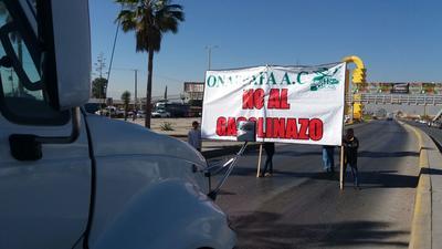 Los manifestantes no permitían que los autos circularan por el periférico a la altura de la entrada del SAT.