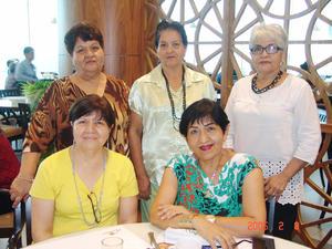 08012017 Olga Lydia en el festejo de su cumpleaños con Dora Luz, Aurora, Alicia y Patricia.