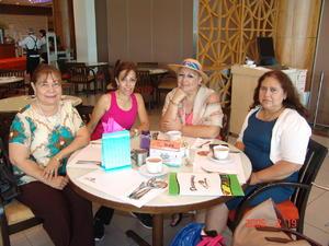 08012017 Estela, irma, Nohemí, Mary, Hortencia y María de Jesús.