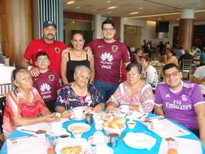 08012017 Familia Jaritas Guzmán con las hermanas Valdez García.