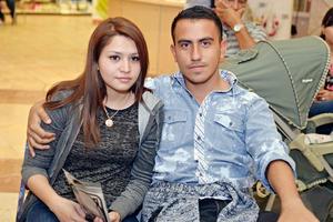 08012017 EN EL MALL.  Sonia y Alejandro.