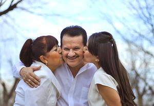 09012017 Gerardo René con su esposa, Socorro, y su hija, Yessica.