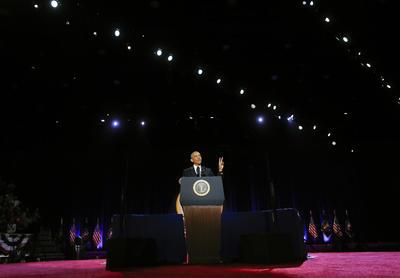 Obama fue recibido con una gran ovación en el centro de convenciones McCormick Place de Chicago.
