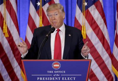 En otro tema, informó que cedía el control total de sus empresas a sus hijos y se desvincularía de la Trump Organization para no caer en conflictos de interés.