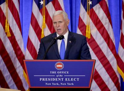 """El primero en hablar fue el vicepresidente electo, Mike Pence, quien inmediatamente pidió """"responsabilidad"""" a la prensa por las informaciones de un reporte ruso sobre Trump."""