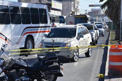 Automovilistas que circulaban por el bulevar Revolución de Torreón se vieron sorprendidos por la obra.