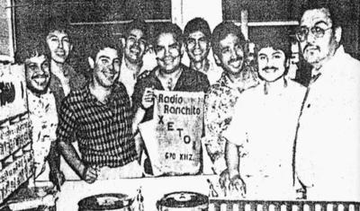15012017 El locutor Antonio Lozoya Pérez recibió a Pedro y Arturo Ortiz y demás integrantes del Tropicalísimo Apache que promovían su primer disco.