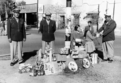 15012017 Rodolfo Álvarez Herrera, Gilberto Baltazar (f) y Pascual Sifuentes (f), en el Día del Agente de Tránsito, el 22 de diciembre de 1960.