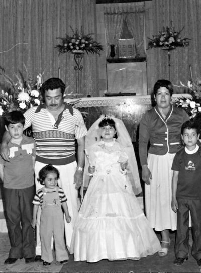 15012017 Familia Benito Hernández: Ángel y Martha acompañados de sus hijos, Miguel Ángel, Martha Patricia, Fernando y María de Jesús.