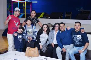15012017 EN EL BOLICHE.  Familia Martínez.